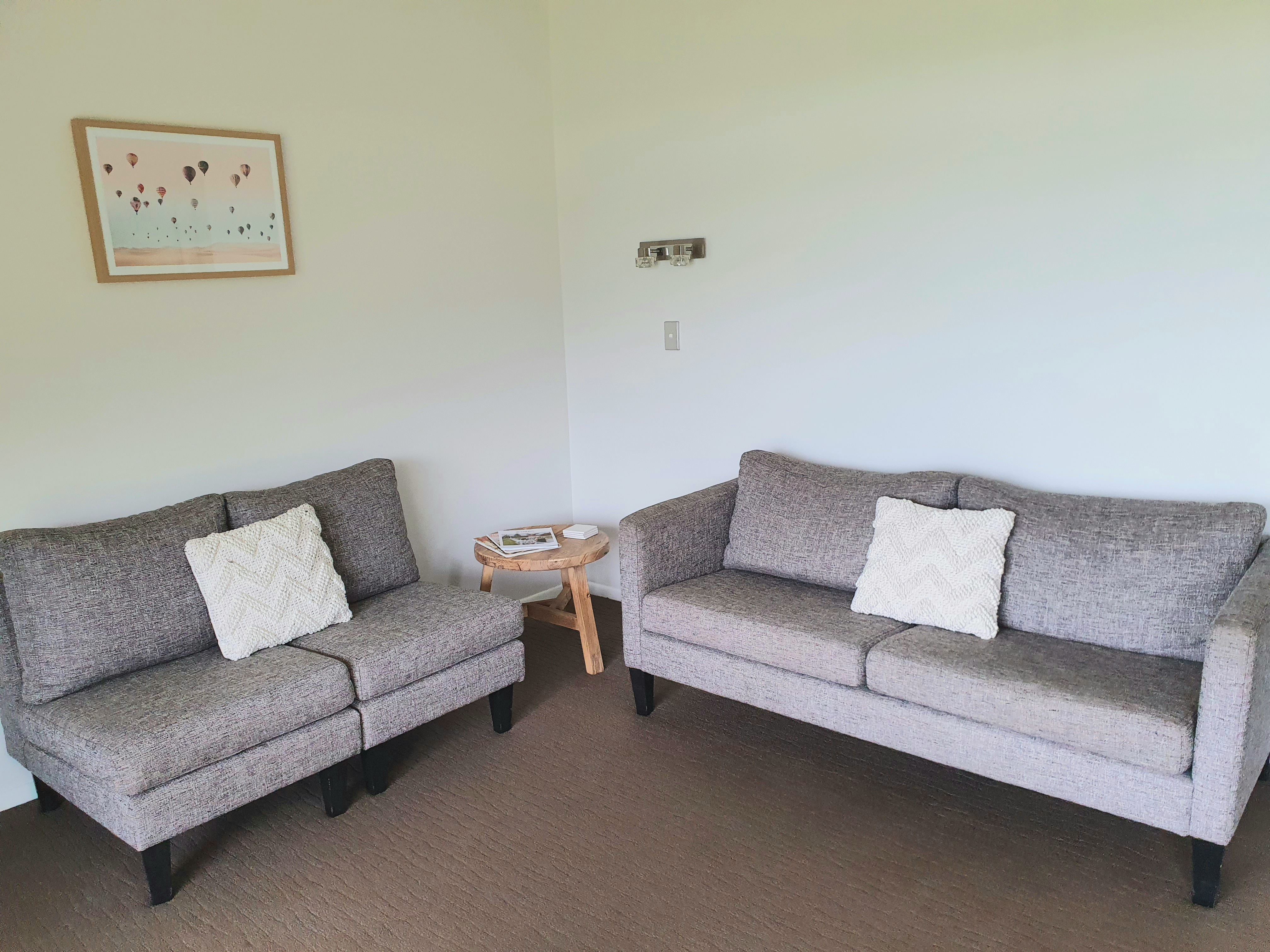 Bay Vista Motels lounge7
